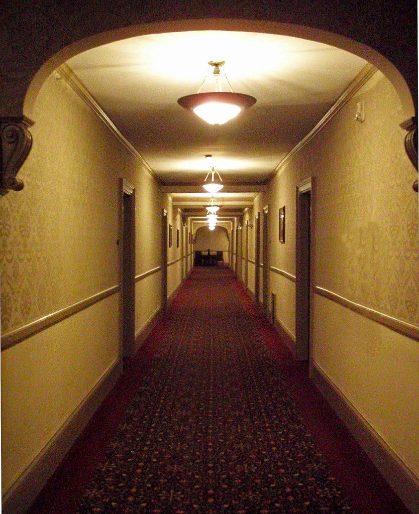 iluminacion pasillo largo